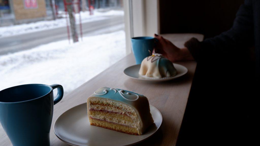 Kaffe og kake hos Evensen